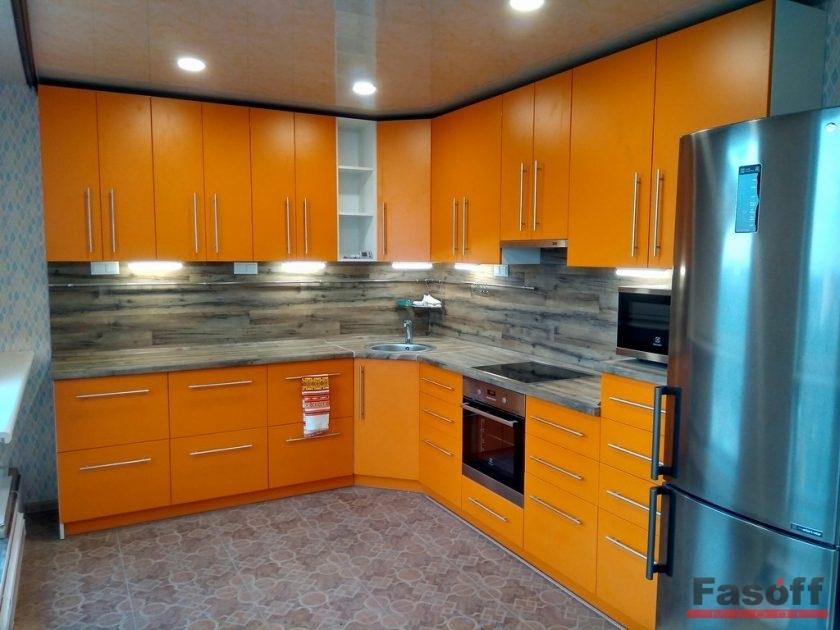 угловая кухня на заказ в потолок в стиле модерн