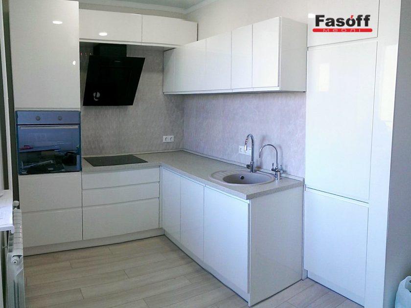 Белая глянцевая кухня без ручек Киев