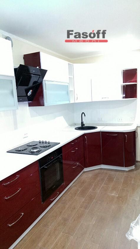 Бордово белая кухня модерн