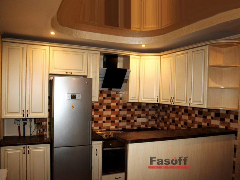 Классическая кухня бежевая с золотым патинированием Киев