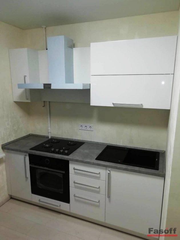 маленькая стильная кухня в стиле модерн