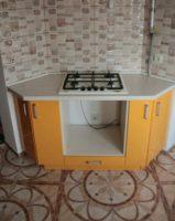 Маленькая оранжевая кухня