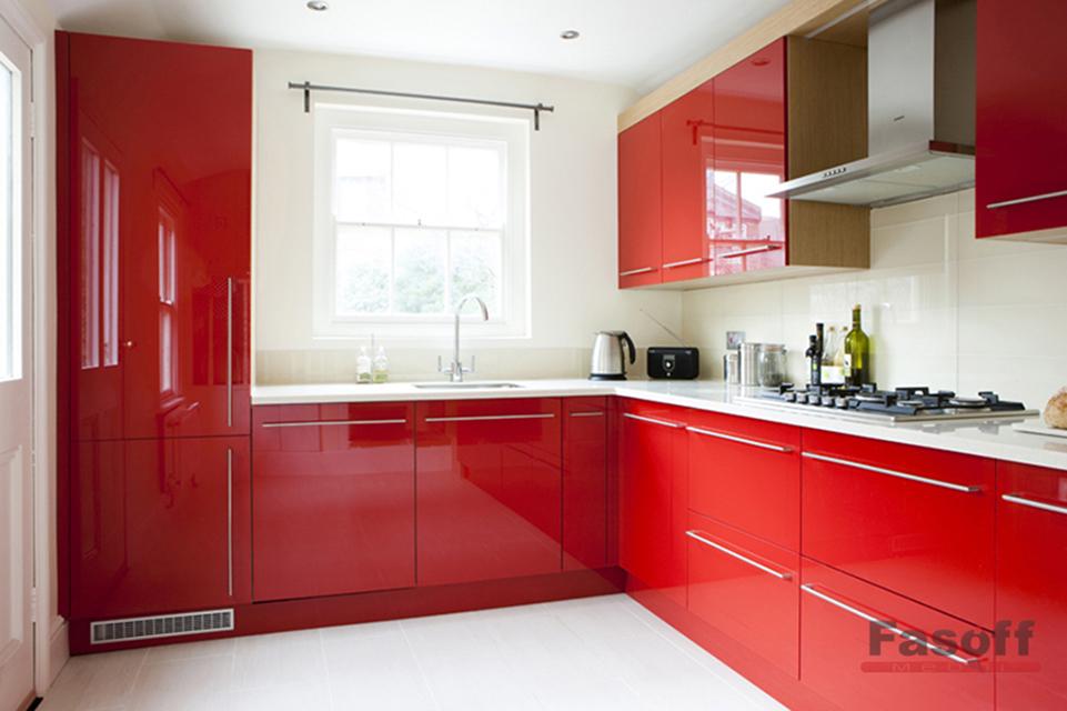 Красная глянцевая угловая кухня с фурнитурой GTV Академгородок