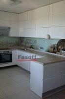Кухня с крашеными глянцевыми фасадами и фурнитурой Блюм Троещина