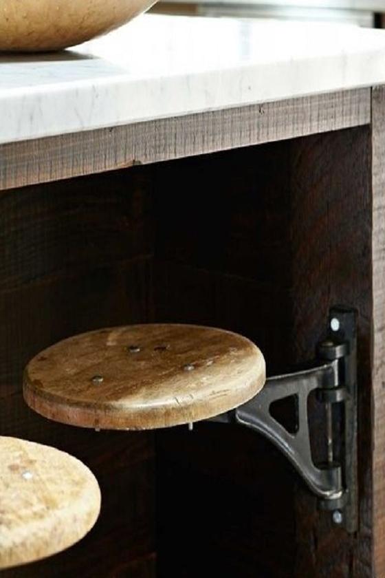 Скрытые стулья на кухне