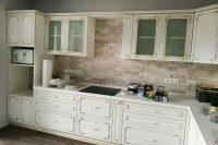 Кухня под заказ с фасадами Diportes МДФ пленочный белый с золотой патиной Святошино