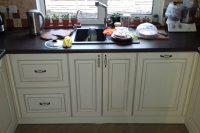 кухня под заказ с крашеными фрезероваными фасадами МДФ с патиной и фурнитурой GTV + Blum Чайка