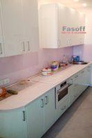 Кухня под заказ с крашенными МДФ фасадами и столешницей Люксформ Вышневе