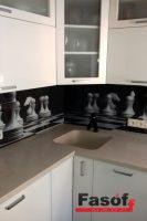 Купить кухню шахматы с фурнитурой Blum, столешницей исскуственный камень TriStone, фасадами МДФ крашеный глянец под заказ Чайка