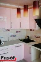 Розовая глянцевая кухня с фурнитурой BLUM, и столешницей из искусственного акрилового камня Montelli Greenish White под заказ Стоянка