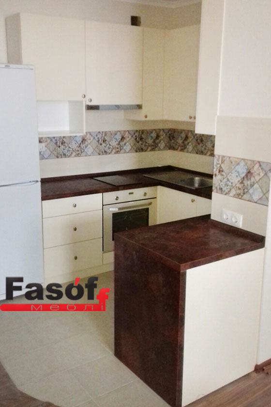 Белая кухня под заказ с фасадами AGT гладкий 19 мм, корпусом ДСП Swisspan 18мм, фурнитурой GTV Польша в Вышгород
