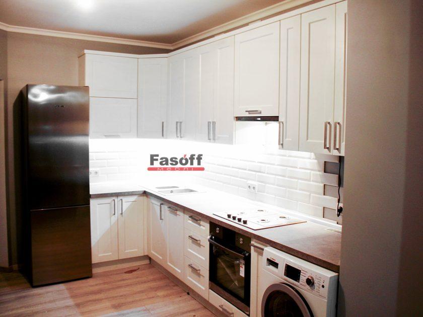 Кухня прованс белая с коричневой столешницей Киев