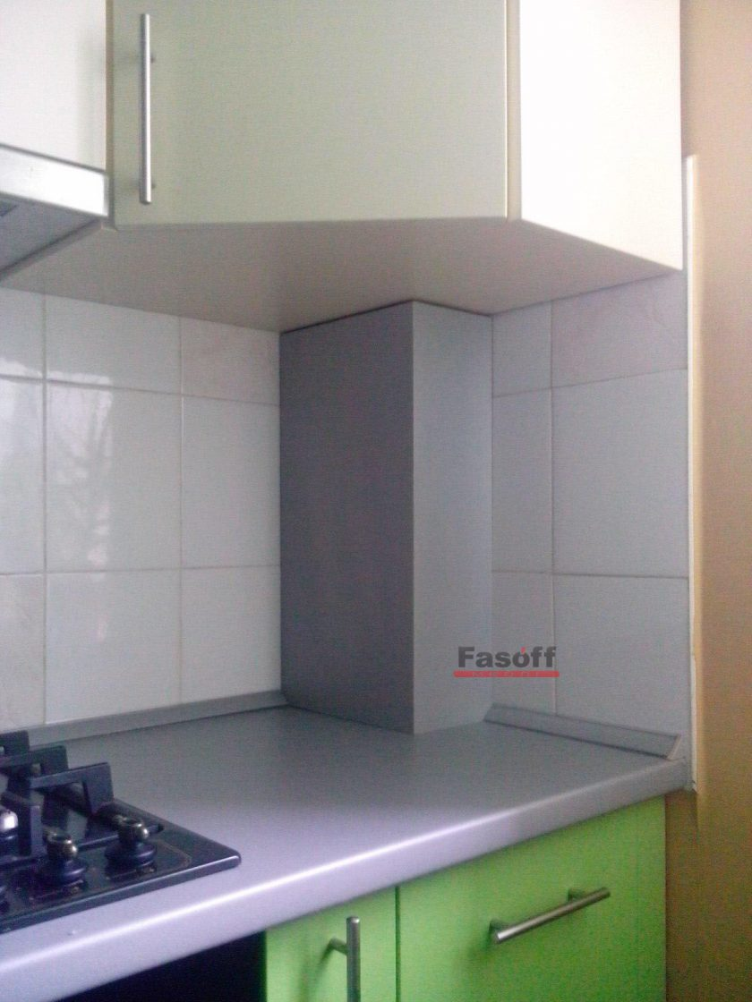 Как спрятать трубы на кухне?