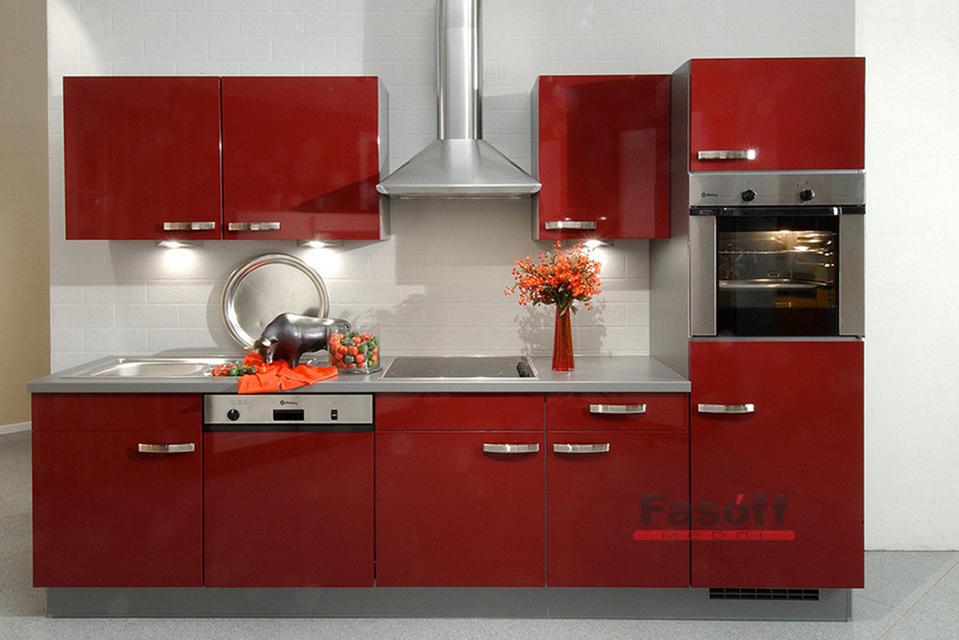Маленькая прямая кухня с крашеными МДФ фасадами Вышневе
