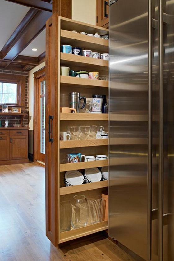 Использование пустого пространства за холодильником