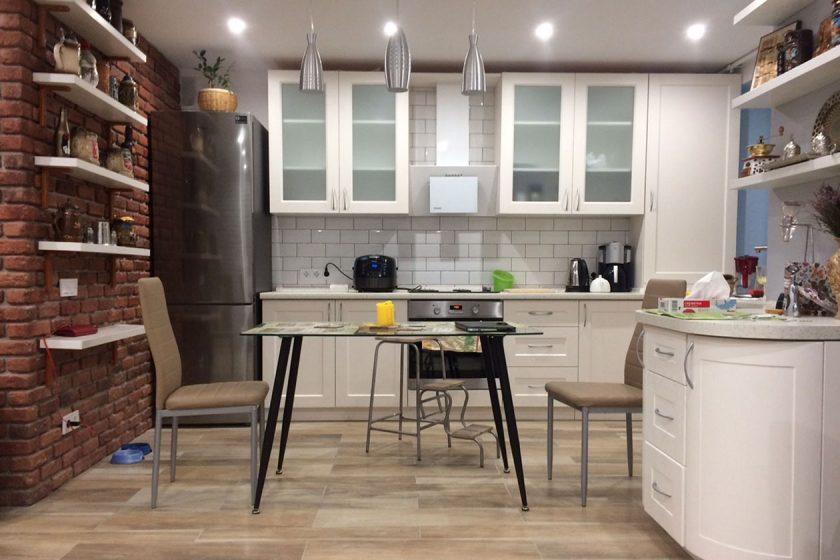 Кухня под заказ в стиле модерн с влагостойкой столешницей Люксформ Ирпень