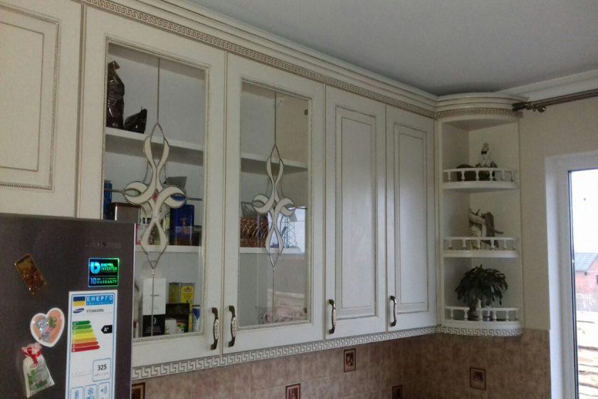 кухня под заказ с крашеными фрезероваными фасадами МДФ с патиной и фурнитурой GTV + Blum Борщаговка