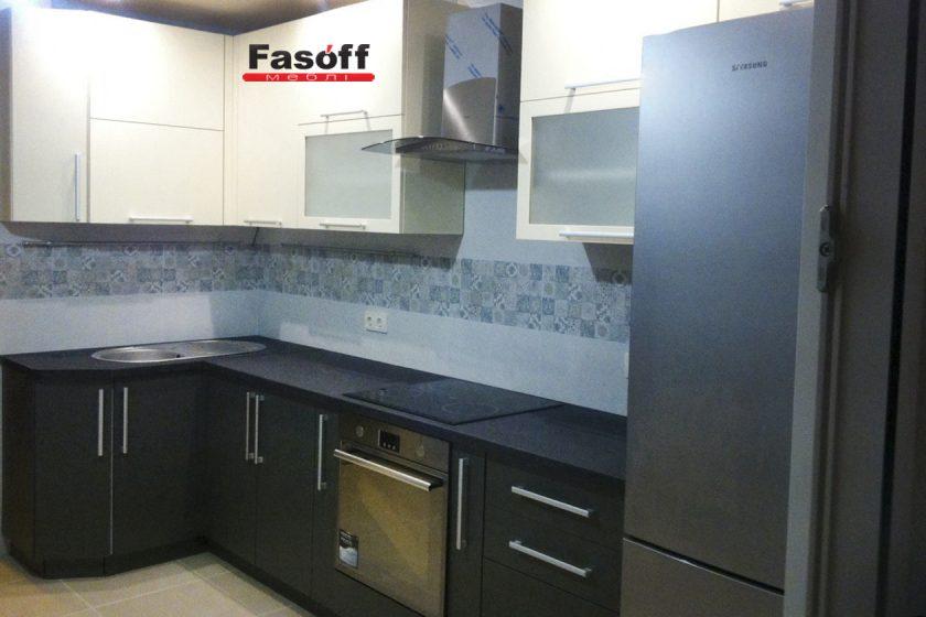 Купить черно-белую кухню с пленочными фасадами AGT и столешницей ARPA под заказ Ирпень