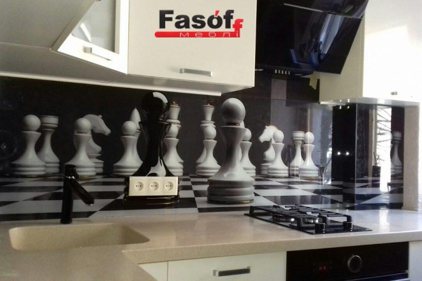 Купить кухню шахматы с фурнитурой Blum, столешницей исскуственный камень TriStone, фасадами МДФ крашеный глянец под заказ в Киеве, метро Житомирская