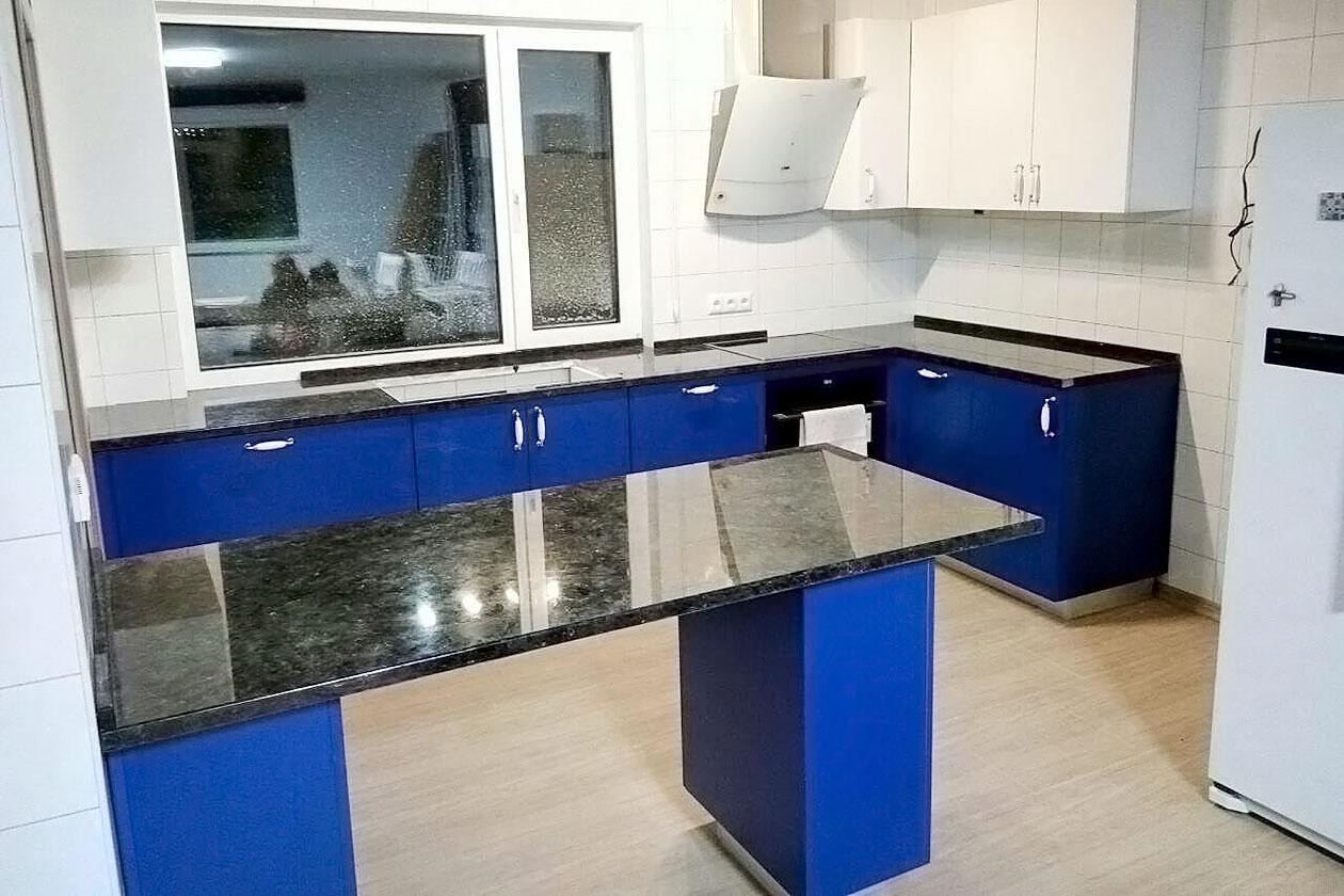Кухня со столешницей с натурального камня купить в Печерске