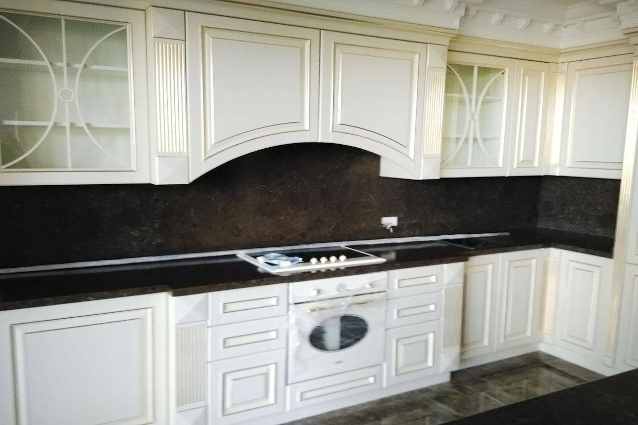 Кухня со столешницей с натурального камня купить в Мыле