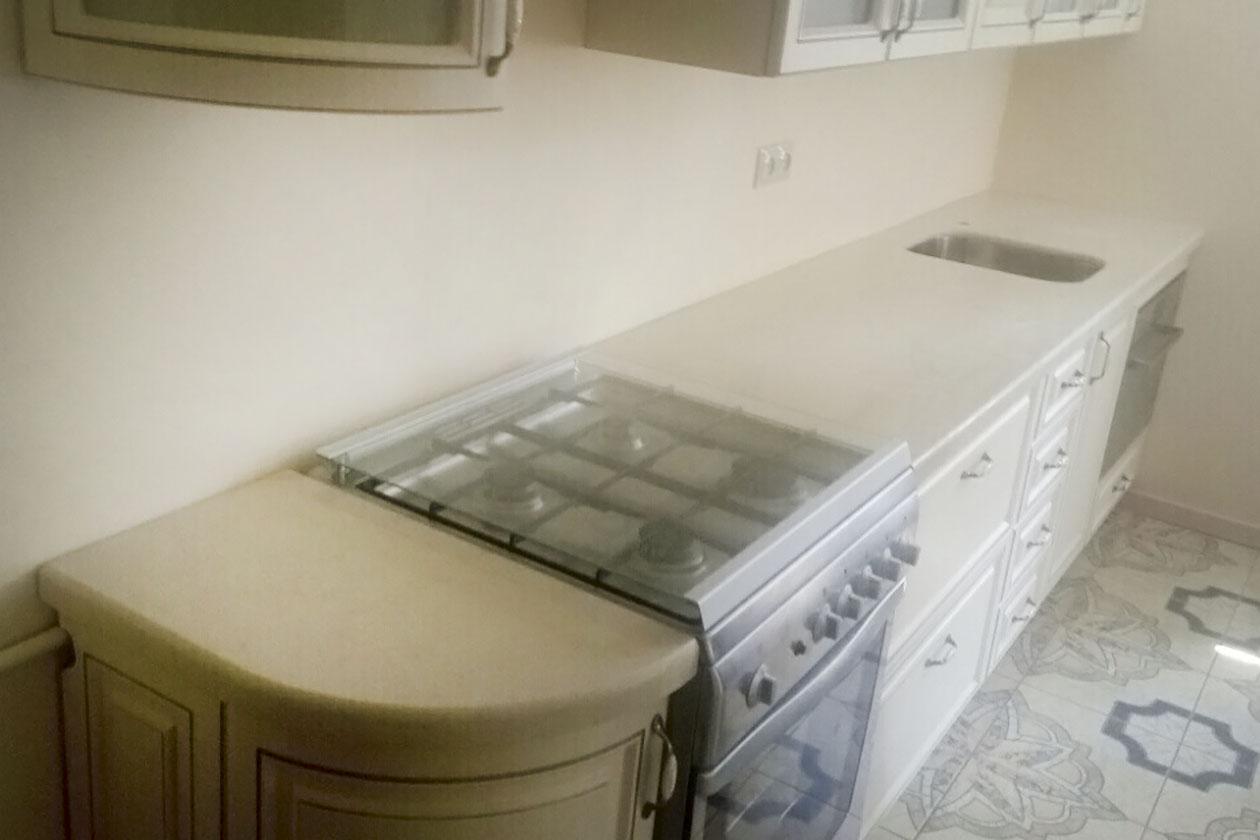 Кухня с каменной столешницей купить под заказ Стоянка