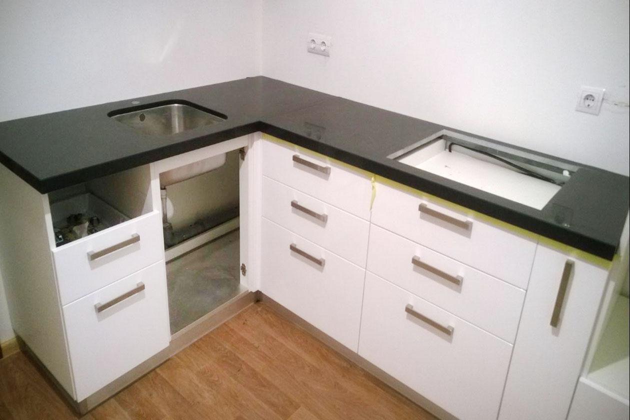 Кухня с каменной столешницей купить под заказ Коцюбинське