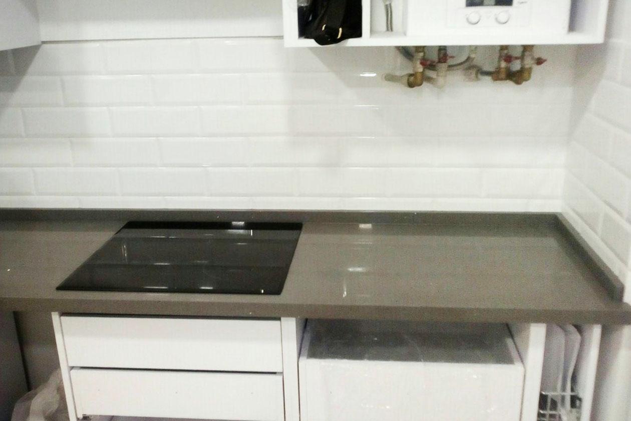 Кухня с каменной столешницей купить под заказ Гостомель