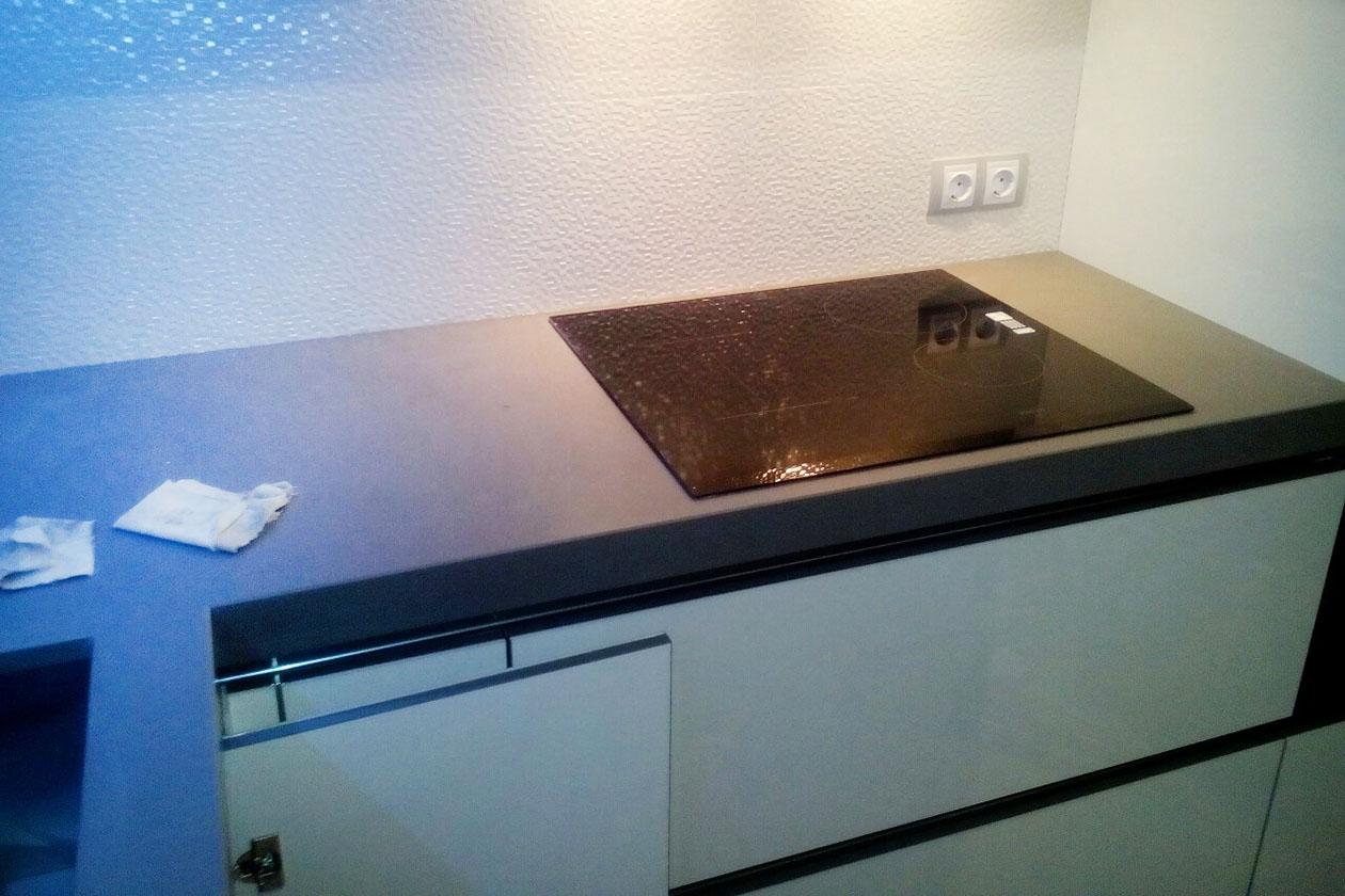 Кухня с каменной столешницей купить под заказ Ирпень