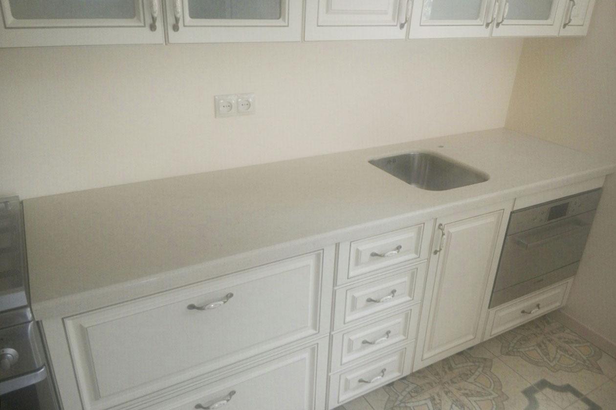 Кухня с каменной столешницей купить под заказ Киев