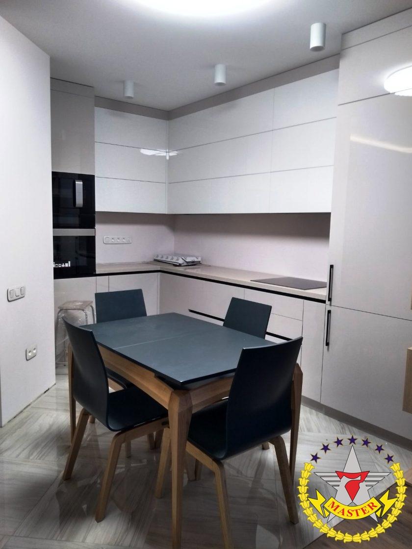 Кухня белая модерн в потолок
