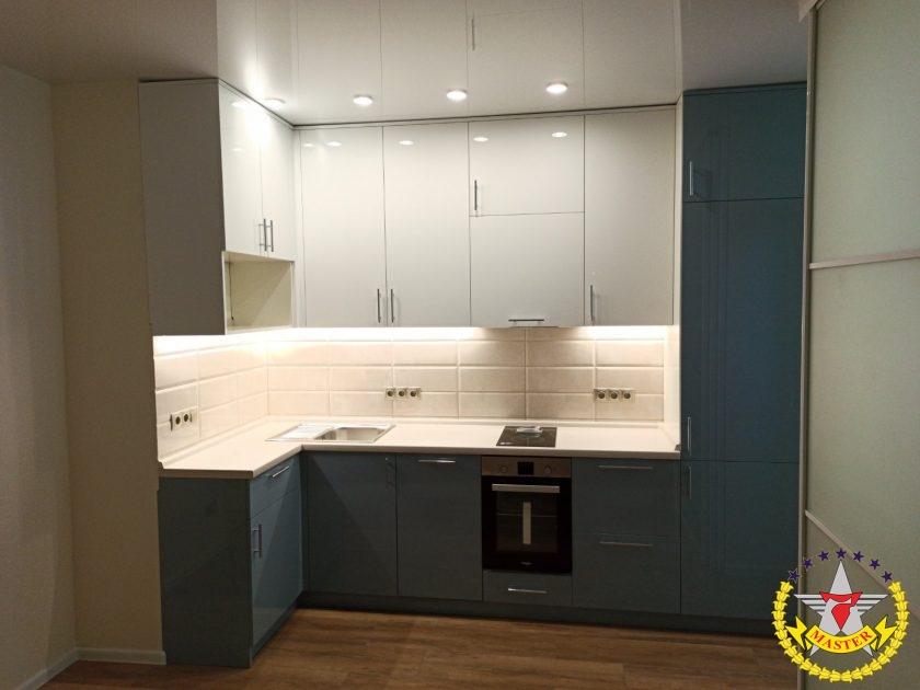 Кухня модерн со встроенной техникой