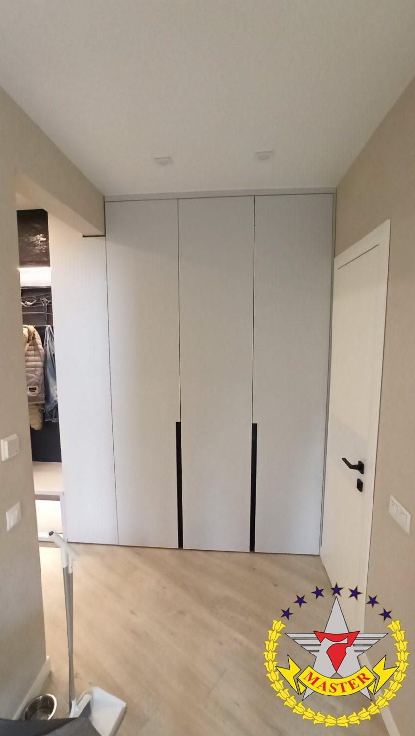Шкаф распашной в коридор на заказ