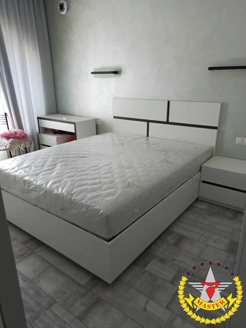 кровать на заказ черно-белая
